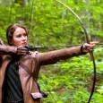 Hvert år blir 24 ungdommer trukket ut til å delta i The Hunger Games, der hensikten er å drepe hverandre. Den sist overlevende vinner.